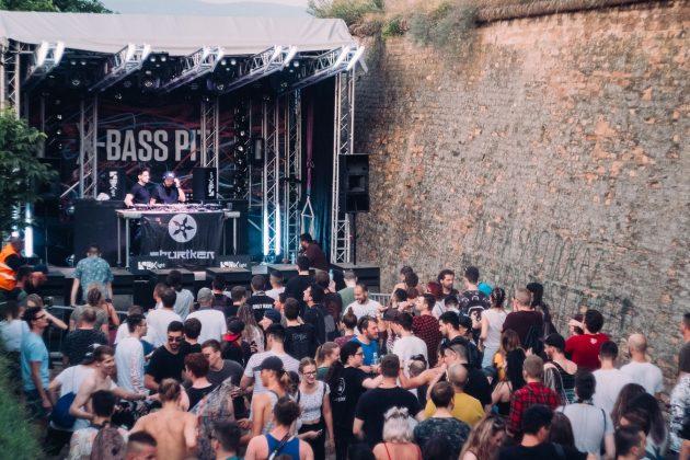 07_X-Bass Pit
