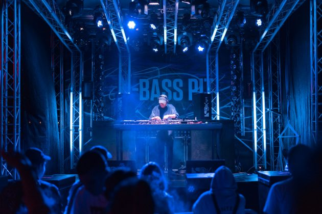 10_X-Bass Pit