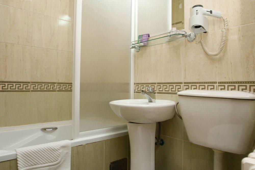 Hotel Novi Sad kupatilo